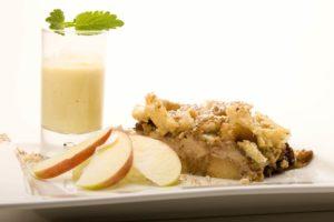 Schwäbischer Ofenschlupfer - Apfelkuchen mit Vanillesauce im Gasthof zum Löwen