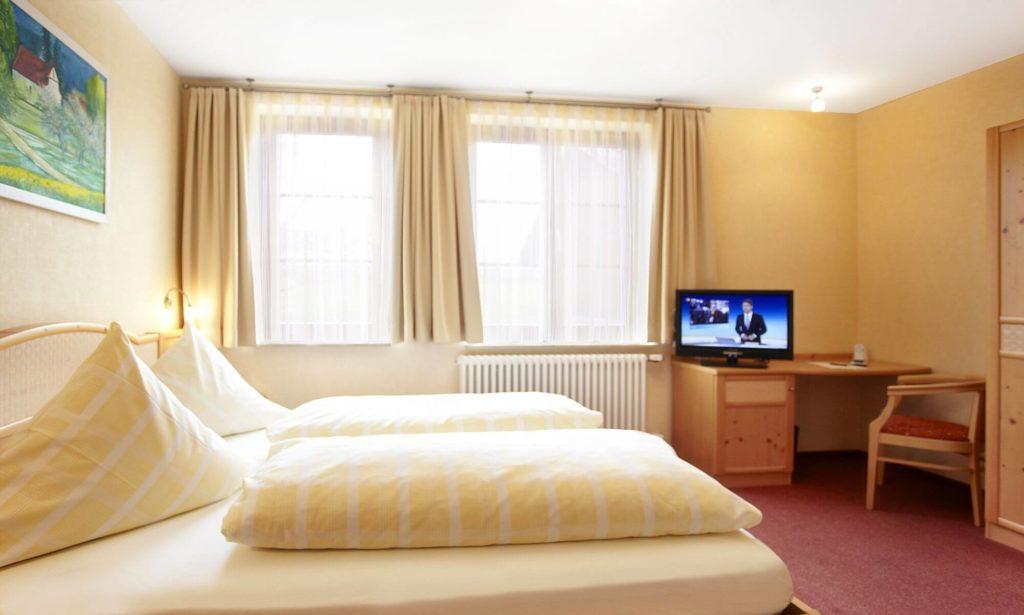 Doppelzimmer Nr. 1 im Gasthof zum Löwen bei Langenenslingen
