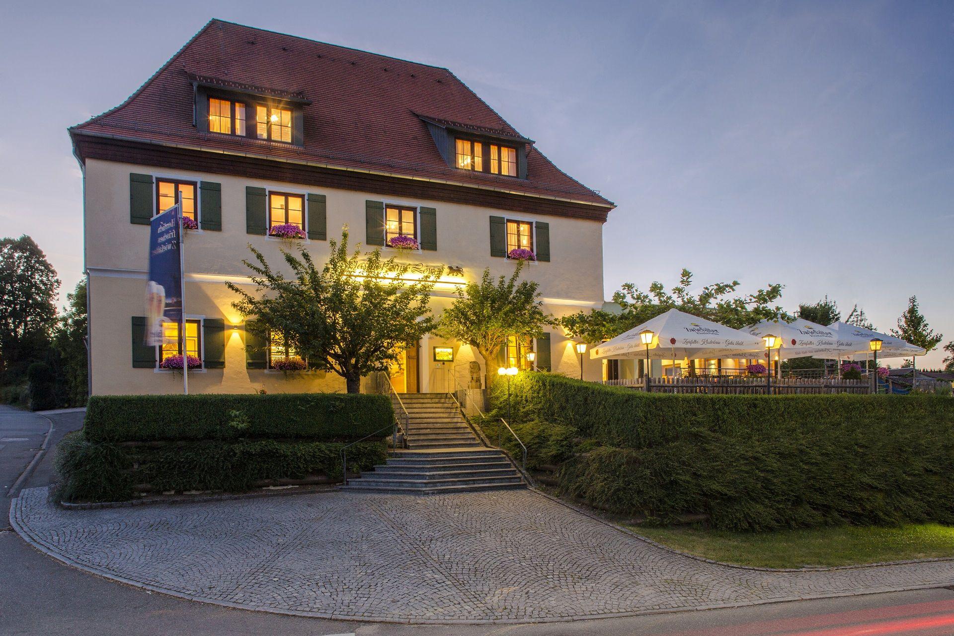 Gasthof zum Löwen am Abend, Foto: Michael Bleeser
