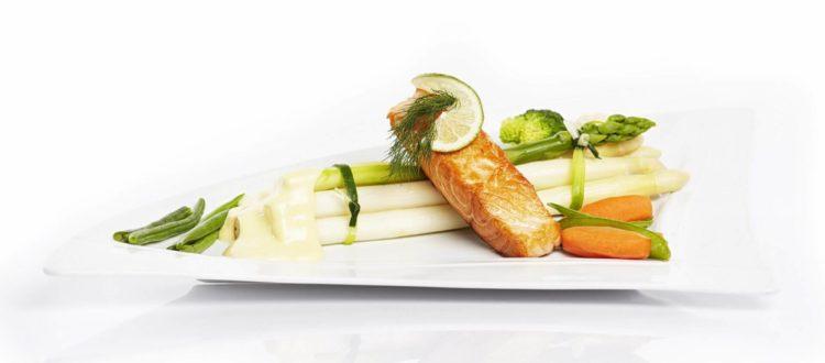 Lachsschnitte mit Spargel - Saisonale Küche