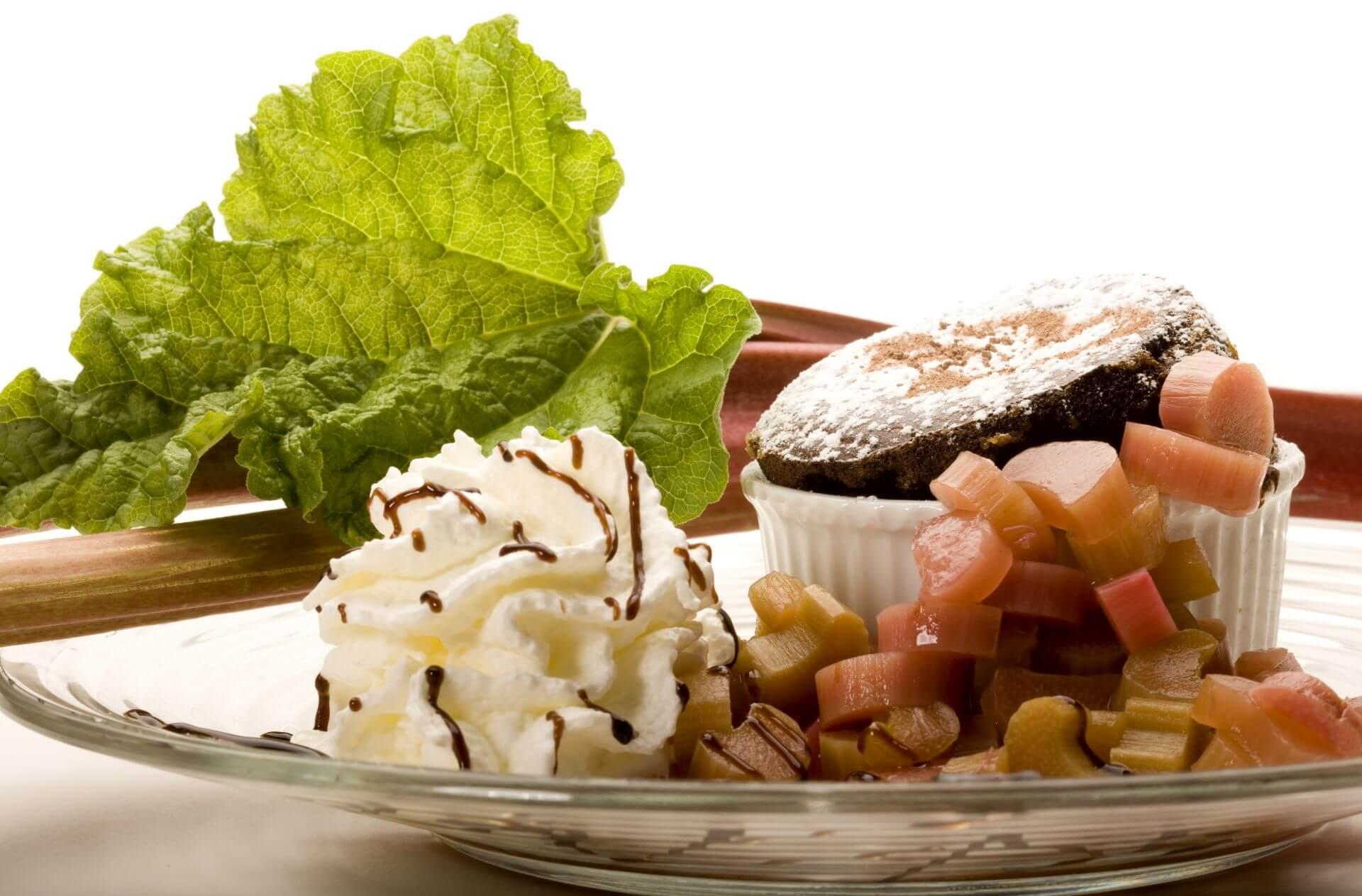Schokoladentörtchen mit Rabarberkompott im Gasthof zum Löwen